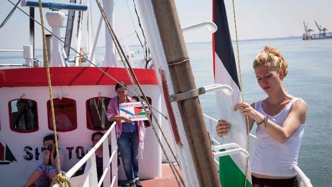 Barcelona despide a la Flotilla de la Libertad, que llevará a Gaza la voz de las mujeres del mundo