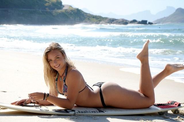 nikole fávero surfista bikini praia pelada 2