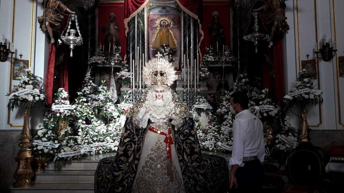 La Virgen de las Penas este viernes en La Palma, en su regreso al culto tras la restauración.