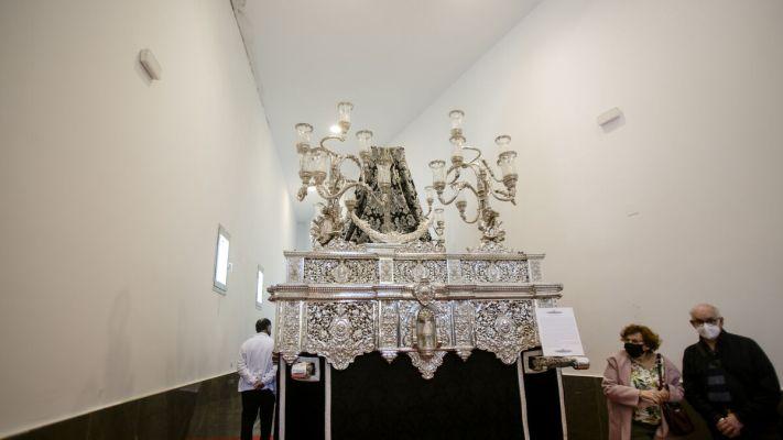El paso de la Virgen de los Desamparados del Caído, en la exposición de la capilla.