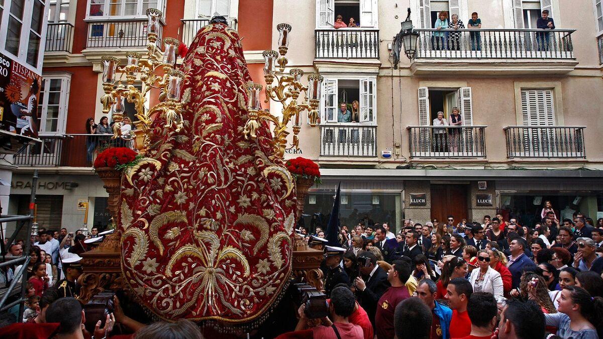 El majestuoso manto de Nuestro Padre Jesús del Ecce Homo de Cádiz