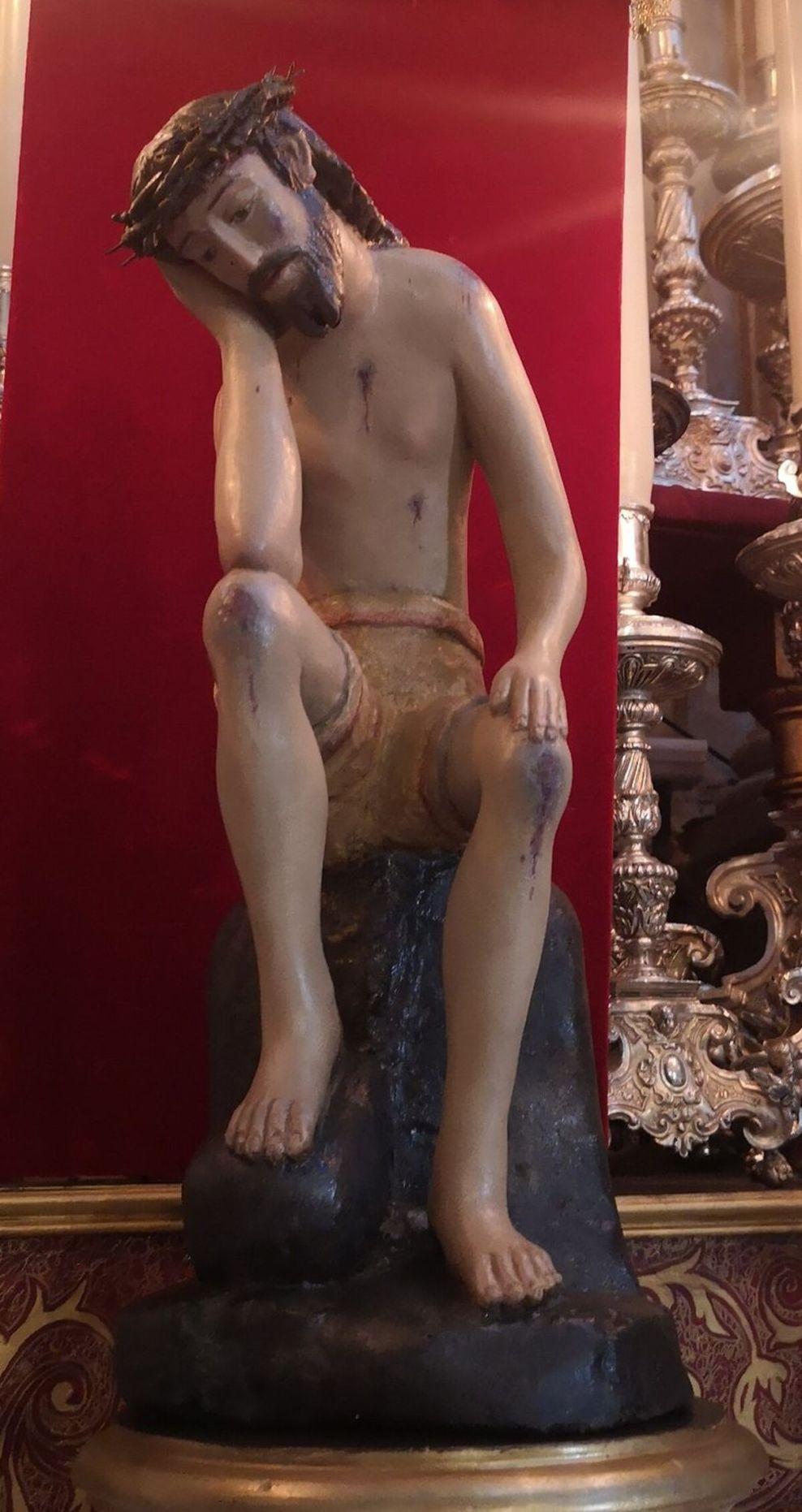 La pequeña talla del Cristo de la Humildad y Paciencia, ya restaurada.