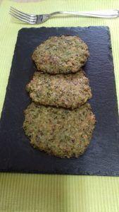 tortitas de quinoa, brócoli, queso y nueces