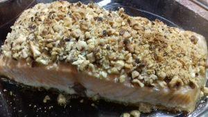 salmón con costra de frutos secos
