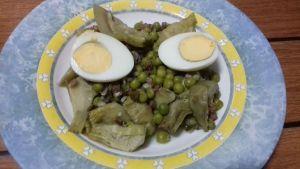 alcachofas con guisantes y jamón