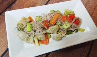 Solomillo con verduras y noodles