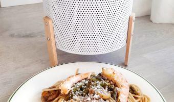 Pasta con langostinos, espárragos y champiñones