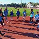 Integrantes de la Escuela de Atletismo de La Manga, preparándose para una prueba.