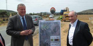 El consejero e Fomento, Francisco Bernabé, asistió ayer jueves al inicio de las obras de ampliación de la carretera a La Manga Club.