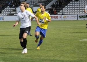 El Orihuela CF pierde en Ribarroja (2-1) y se aleja a tres puntos de la promoción de ascenso