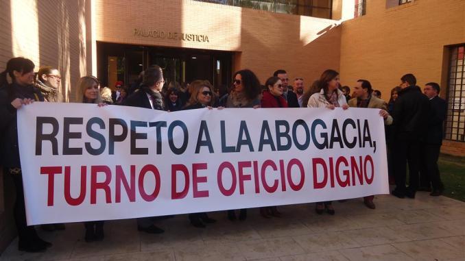 Turno de oficio protesta