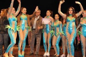 Las fantasías multicolores del carnaval toman las calles de Torrevieja