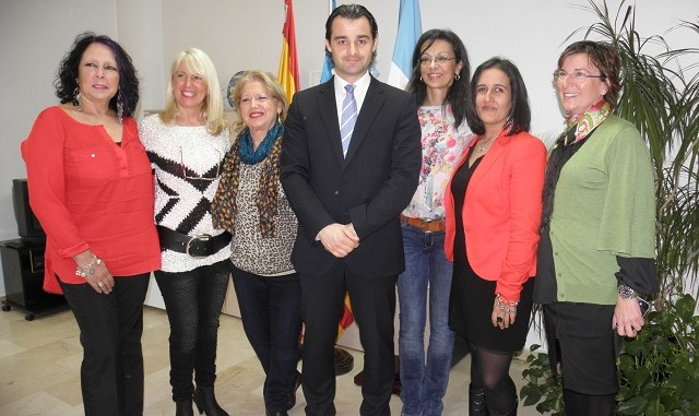 EL ALCALDE RECIBE AL GRUPO DE BAILE DUENDE ANDALUZ