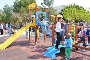 Torrevieja adjudica la desinfección de juegos infantiles en parques y jardines durante el próximo año