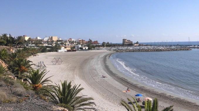 Aspecto Playa Puerto durante el verano 2