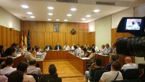 El Pleno de Orihuela aprueba más control y posibles sanciones a los botellones en la Costa