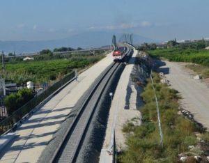 Renfe reduce la oferta de trenes de Cercanías entre Alicante y Murcia