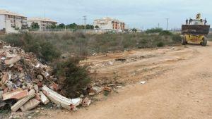 Medio Ambiente retira 200 toneladas de escombros en Orihuela Costa