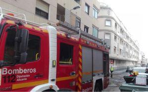 Un incendio en una vivienda de Torrevieja obliga a desalojar el edificio