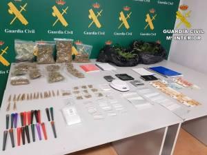 Tres detenidos en Torrevieja por tener una plantación de marihuana en su vivienda