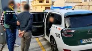 La Guardia Civil detiene a los autores de un incendio que afectó a un bloque entero de viviendas de Los Montesinos