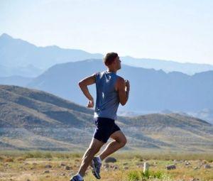 Aumentar la distancia de seguridad y no correr en paralelo ayudará a los corredores a evitar el contagio