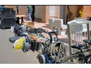 Un hombre es detenido en Torrevieja por saltarse el confinamiento para sustraer, supuestamente, materiales de una obra en construcción
