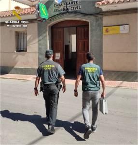 La Guardia Civil detiene a una menor en Callosa de Segura que atacó a una octogenaria para robarle las joyas de su casa