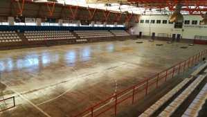 Orihuela saca a licitación el contrato para para la sustitución de pista sintética del Pabellón Bernardo Ruiz