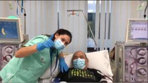 Diálisis a ritmo del saxofón para pacientes desplazados en el Hospital de Torrevieja