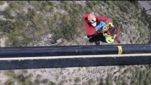 Los bomberos rescatan a una pareja en la sierra de Albatera