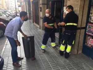 La Concejalía de Limpieza Viaria instala 189 nuevas papeleras en las calles de Orihuela
