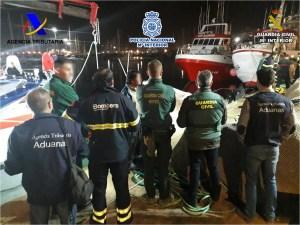 Desarticulan una organización criminal tras ser rescatados sus miembros en un barco remolcado hasta el puerto de Torrevieja