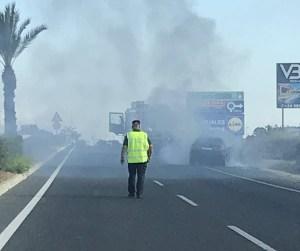 Arde un vehículo en la carretera CV-905 en dirección de Torrevieja a Crevillente