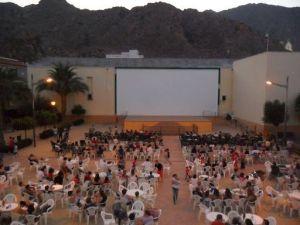 Esquerra Unida de Callosa de Segura critica los recortes del Partido Popular en el cine de verano municipal