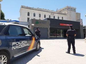 La Policía Nacional detiene a cinco jóvenes por inmovilizar un tren de cercanías y paralizar la circulación ferroviaria