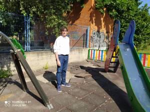 El PSOE de Callosa señala el deterioro de la zona de juegos infantiles del barrio del Palmeral