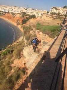 Medio Ambiente iniciará en los próximos días la limpieza del acantilado de Agua Marina y zona escarpada de la Caleta