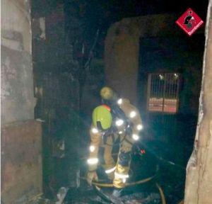 El incendio de un almacén abandonado destapa una plantación de marihuana en Almoradí