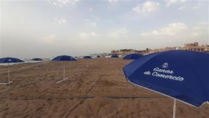 Más de un centenar de sombrillas en La Mata de la Campaña Ganas de Comercio