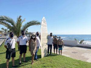 Los surfistas encuentran su espacio en Cala Cerrada
