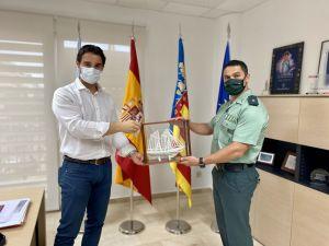 El Comandante Jefe de la Guardia Civil de Torrevieja se despide del alcalde