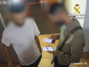 Detenidos tres hombres en Almoradí por estafar a ocho personas robándoles sus cuentas bancarias mediante 'smishing'