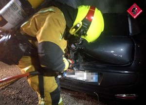 Se incendia un vehículo en Torrevieja y queda siniestro total