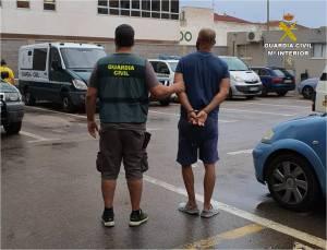 La Guardia Civil detiene a un hombre que usurpaba viviendas para ponerlas en alquiler