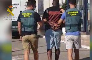 La Guardia Civil detiene en Orihuela Costa a uno de los fugitivos más buscados de Reino Unido