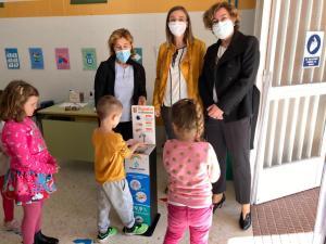 El Ayuntamiento de Bigastro reparte dispensadores de gel higienizante en todos sus centros escolares