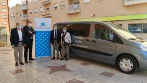 Fundación 'la Caixa' y CaixaBank colaboran con el AMPA del Centro ocupacional y residencia Oriol en la compra de una furgoneta de nueve plazas