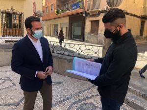 Vecinos de Callosa recogen más de  3.500 firmas para pedir a la Generalitat que disemine la compra de viviendas sociales en toda la localidad