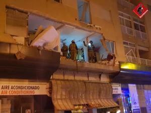 Una explosión de gas en una vivienda causa graves daños en un edificio de Torrevieja